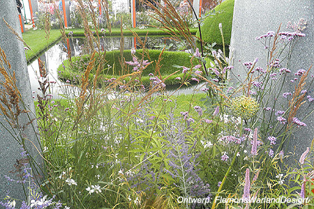 Veronicastrum, Verbena, Perovskia, Alium, Gaura en Stipa <br />'The World Vision Garden', Hampton Court Flowershow 2011 (UK)