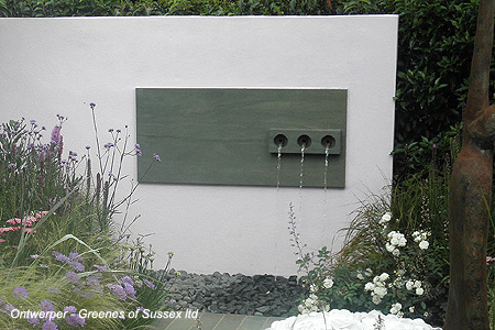 Moderne waterspuwer met 3 pijpjes <br />'The Stone Roses Garden' - Hampton Court Flowershow 2011 (UK)